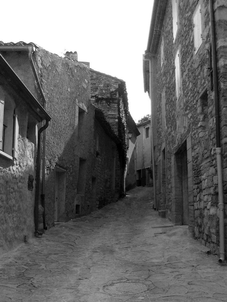 Une rue de mon enfance, dans un petit village qui s'appelle le Barou